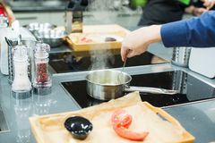 Gotować na elektrycznej kuchence fotografia stock