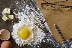 Gotować/piec podczas gdy robić notatce Obraz Stock