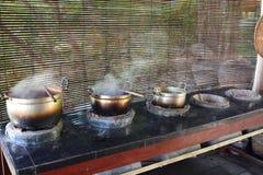 Gotować się garnki dla handmade jedwabniczego barwiarstwa Tekstylna fabryka Luang Prabang Laos Zdjęcia Stock