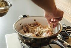 Gotować w domu kuchnię Zdjęcie Stock