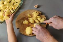 Gotować w domu kuchnię Zdjęcie Royalty Free