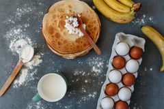 Gotować torty i cukierki Zdjęcia Royalty Free