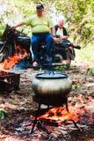 Gotować w garnku na pinkinie Fotografia Royalty Free