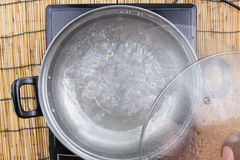 Gotowana woda w garnku Zdjęcie Stock