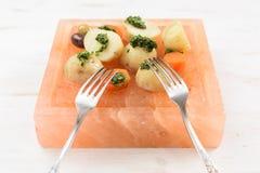 Gotowane grule i marchewki z zielonym chimichurri kumberlandem, vin i Obraz Stock