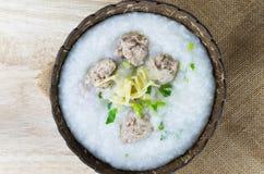 Gotowani ryż - ryżowa owsianka z wieprzowiną Obrazy Stock