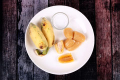 Gotowany banan w syropie i wholes banan Obraz Royalty Free