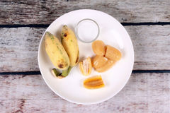 Gotowany banan w syropie i wholes banan Obraz Stock