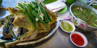 Gotowany kurczak w talerzu Zdjęcia Royalty Free