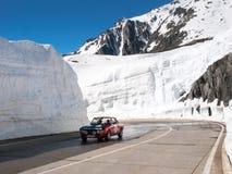 Gotthardpass, schöner sonniger Frühlingstag Stockbild