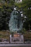 Gottheits-Statue im japanischen Tempel-Garten Lizenzfreie Stockbilder