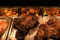 Gotująca pieczona noga baranka i baraniny złącza mięso z warzywami Zdjęcie Royalty Free