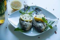 Gotująca ryba z cytryną Obrazy Stock