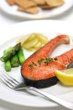 Gotujący łososiowy stek Zdjęcia Royalty Free