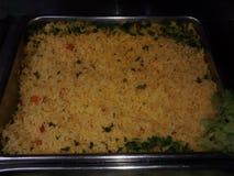 Gotujący żółci ryż gotowi jeść lub słuzyć w stal nierdzewna pucharze zdjęcie royalty free
