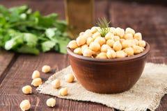 Gotujący Chickpeas na pucharze Chickpeas są odżywczym jedzeniem zdrowy zdjęcie royalty free