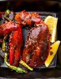 Gotujący homara pazur z cytryną i warzywami obrazy stock