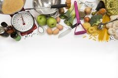 Gotujący - jedzenie - kuchnię - przestrzeń dla teksta Fotografia Royalty Free