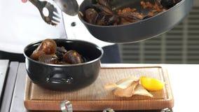 Gotujący mussels w garnku zbiory