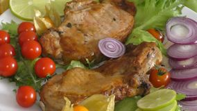 Gotujący na piec na grillu wieprzowinie zdjęcie wideo