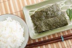 Gotujący Rice w pucharze fotografia royalty free