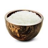 Gotujący ryż w drewnianym pucharze Zdjęcia Royalty Free