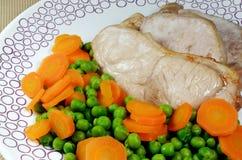 Gotujący wieprzowina kotleciki z Świeżymi warzywami Fotografia Royalty Free