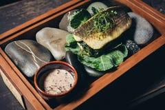 Gotująca ryba w rolce z warzywami Fotografia Stock