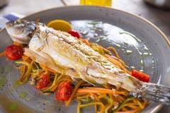 Gotująca ryba z warzywami Zdjęcia Stock