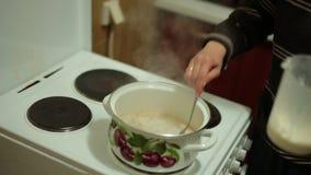 Gotuje solonego karmel zdjęcie wideo