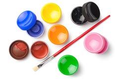 Gouache-Farbfarben mit dem Pinsel lokalisiert auf weißem Backgrou Lizenzfreies Stockfoto