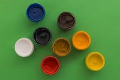 Gouache su un fondo verde Fotografia Stock