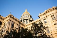 Goud behandelde koepel van het Capitool Denver van de Staat Stock Afbeelding