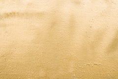 goud Geborstelde gouden plaatachtergrond Gouden metaaltextuur stock foto
