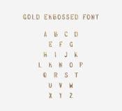 Goud in reliëf gemaakt geïsoleerd alfabet, 3d illustratie Royalty-vrije Stock Foto