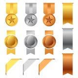 Goud, Zilver en Bronstoekenningsmedailles en het vector vastgestelde ontwerp van Toekenningslinten Royalty-vrije Stock Afbeeldingen