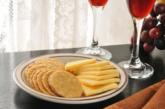 Gouda cheese and crackers Royalty Free Stock Photos