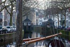 Gouda, Südholland/die Niederlande - 31. März 2018 historische Gebäude vom ` Visbanken-` im Stadtzentrum des Goudas stockfotografie
