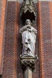 Gouda, Südholland/die Niederlande - 27. Oktober 2018: Schließen Sie oben von der religius Maria-Statue in der Außenfassade des Go stockbild