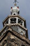 Gouda, Sul-Holanda/Países Baixos - 27 de outubro de 2018: Pulso de disparo e sinos do St Jans Church fotos de stock royalty free