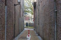 Gouda, Zuid-Holland/Nederland - 31 Maart 2018: Mening door Patersteeg-steeg Royalty-vrije Stock Afbeelding