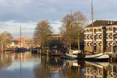 Gouda, Zuid-Holland/Nederland - 31 Maart 2018: Mening over een deel van de historische museumhaven Stock Afbeeldingen