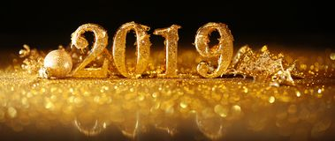 2019 in gouden aantallen die het Nieuwjaar vieren stock afbeeldingen