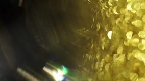 Gouden abstracte draden en futuristische bokehflikkering eensgezind in dark stock videobeelden