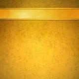 Gouden achtergrond met gouden lint en versieringskopbal Stock Afbeelding