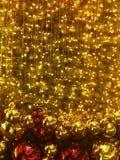 Gouden achtergrond van chrismasboom stock foto's