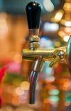 Gouden bierkraan Stock Foto's