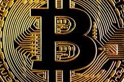 Gouden bitcoin dichte omhooggaand, geld bitcoin backgroung, bedrijfsconcept Stock Afbeeldingen