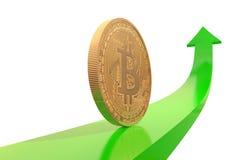 Gouden bitcoinmuntstuk op groene pijl omhoog Stock Foto's