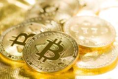 Gouden Bitcoins Digitale Cryptocurrency Royalty-vrije Stock Foto's